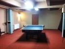 Pohled z klubu čtvrtý ping pongový stůl v provozu, billiard, kulečník, Bowling, Laserová střelnice, šipky, fotbálek, restaurace, bar, poker turnaje