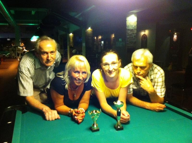 zleva Záškoda, Hubrtová, Lázníková a Vích - kulečník, billiard, ping pong Praha 10 Harlequin Praha