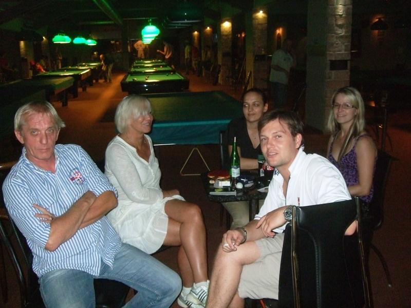 Debata, budeme dnes vůbec hrát???                      kulečník - billiard - snooker - ping pong - stolní tenis - Praha 10 - Harlequin Praha - bowling - šipky - fotbálek - zábava - feremní večírky - svatby
