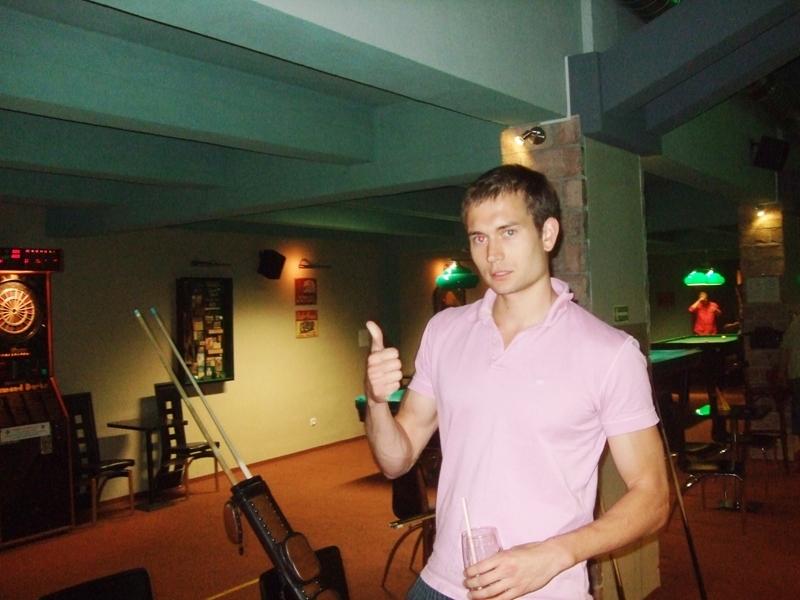 Ondřej Brčák   kulečník billiard stolni tenis ping pong sportoviště Praha 10 Harlequin Praha bowling šipky fotbálek laserová střelnice exhibice pole dance tanec tenis