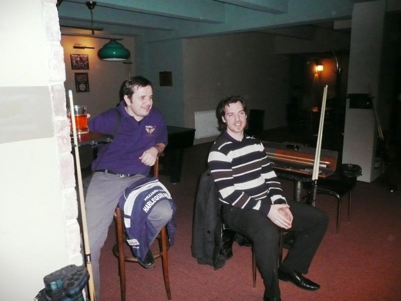 Jan Zeman a Josef Lomský v kulečníkovém billiardovém klubu Harlequin Praha dv ojice a smíšené dvojice