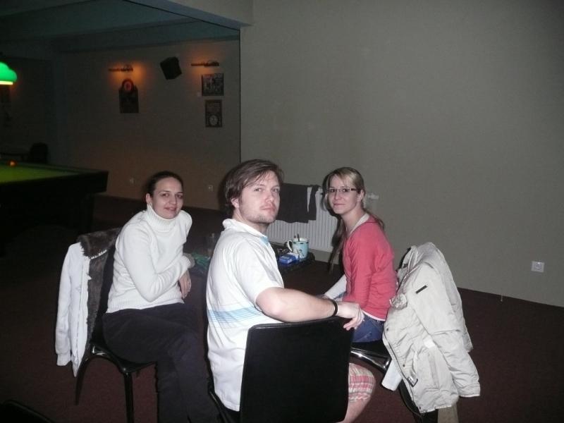 Michaela, Honza a Jana, debata o tom kdo vyhraje ping pong turnaj ......