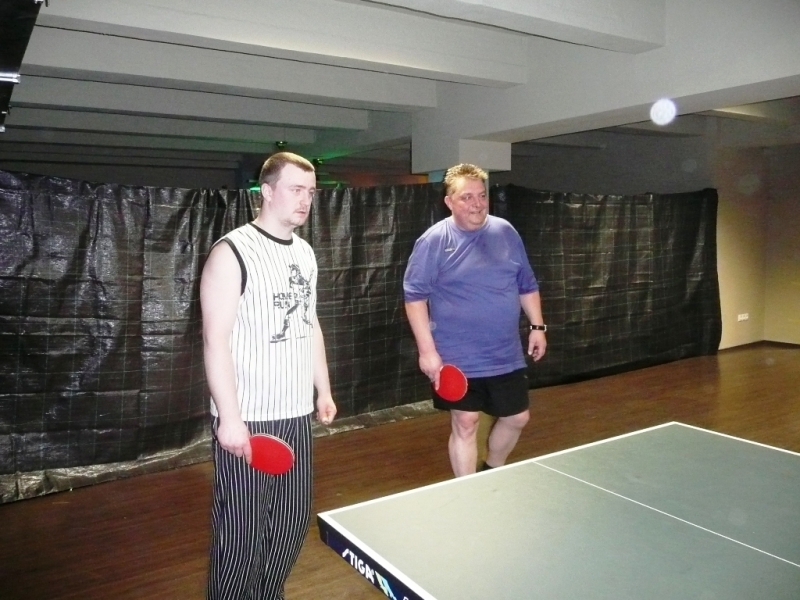Michal Pecháček a Láďa Doležel v Harlequinu Praha 10, čerstvé výsledky kulečník, ping pong.