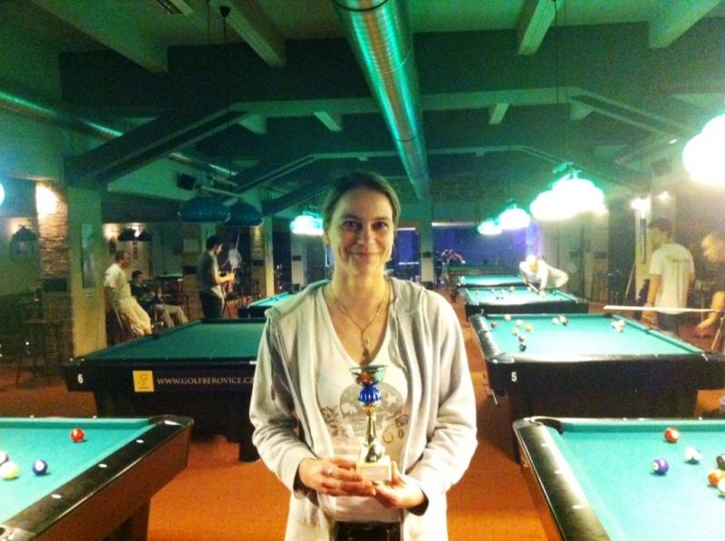 Dnešní ping pongový turnaj je okořeňen zmrzlinou pro každou hrající ženu a pro vítěze!