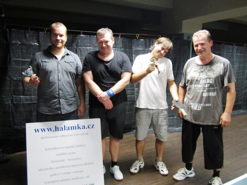 Ping pong 31.7.2012 zleva Strádal, Courton, Prášil a Tschunko Zdeněk